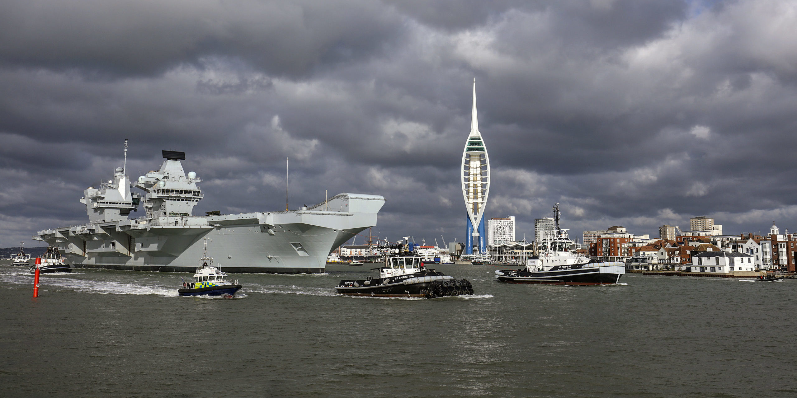 HMS Queen Elizabeth leaves Portsmouth