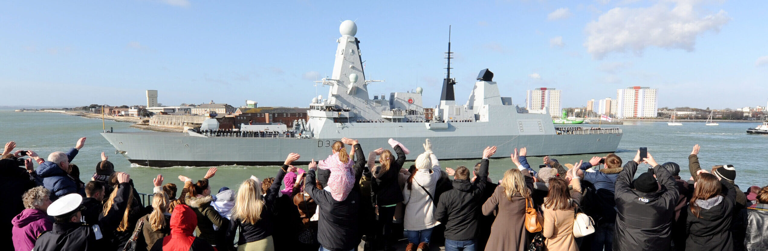 """HMS Duncan's ships company waving off the ship from """"Round Tower"""", Portsmouth."""